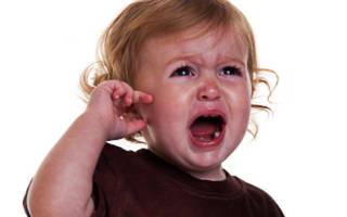 Болит ухо у ребенка при простуде